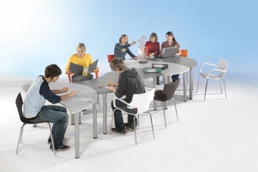 Tafelrunde bestehend aus 4 Tischen