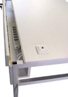 Schalter auf Tischplatte passend zu den Computer-Arbeitstischen