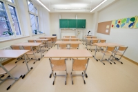 bunter Schülertisch