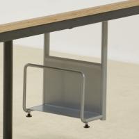 Kufen-Computertisch mit aufklappbarem Kabelkanal