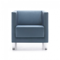 Sessel mit verchromten Füßen