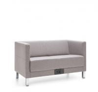 2-Sitzer Sofa mit verchromten Füßen/ B1 schwer entflammbar