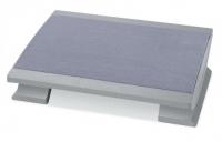 Fußstütze mit Teppichbelag